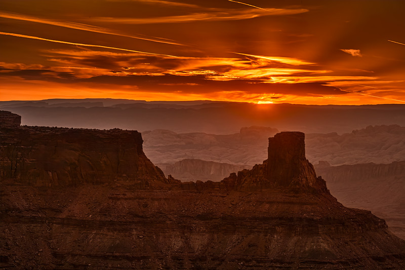 Sunrise at Dead Horse Point Lookout north of Moab, Utah