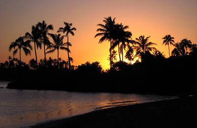 Sunset from the beach at the luxuriously tropical Kahala Mandarin Resort, just south of Diamond Head, Waikiki.  Honolulu, Hawaii