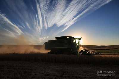 John Deere Combine Harvesting Wheat in Idaho!