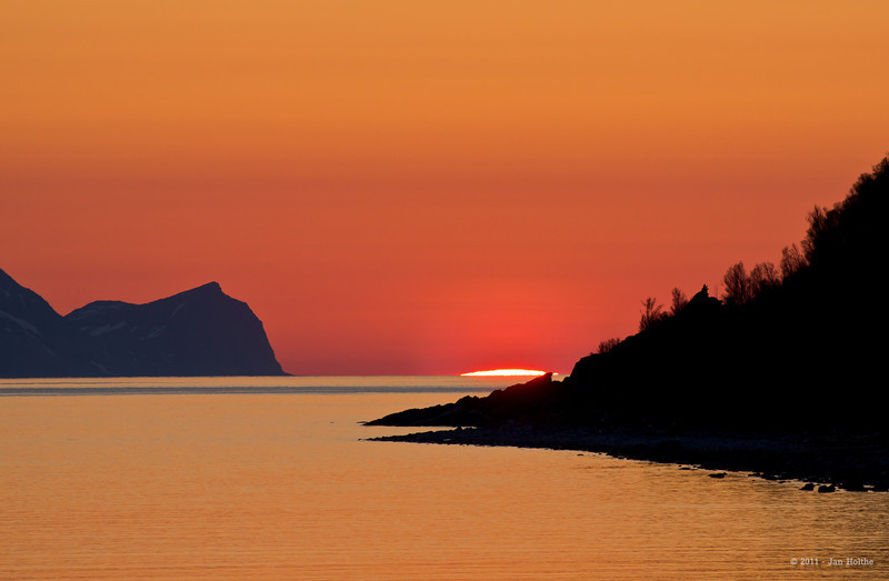 The sun rises from the ocean at Nord-Fugløy on the 15th of May at 01:30 in the night.
