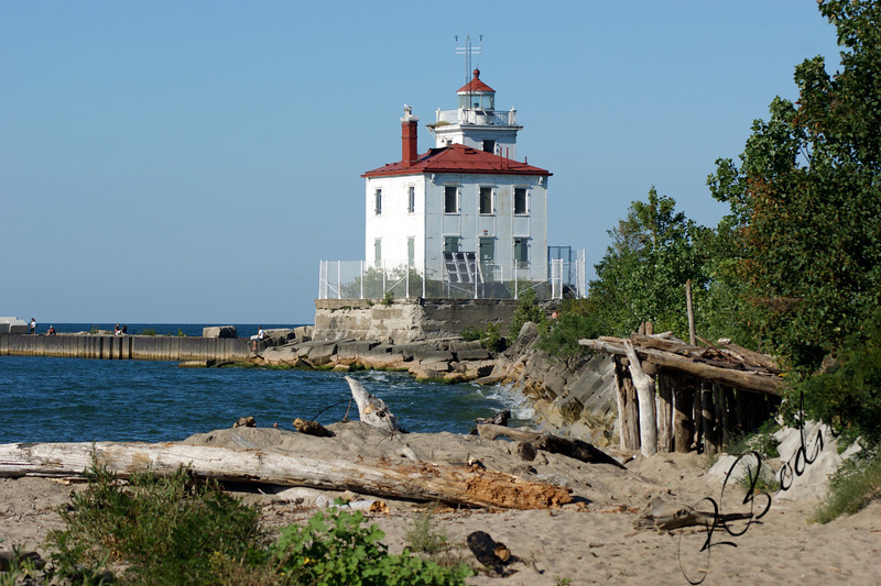 Photo By Bob Bodnar.............Fairport harbor Lighthouse, built in 1925. The light is Automated and USCG Maintains it. In September 2009 the Lighthouse was put up for Public auction via online. The Minimum bid is $10,000 with incremental bids of $5,000 required. No end date to the Auction has been announced.