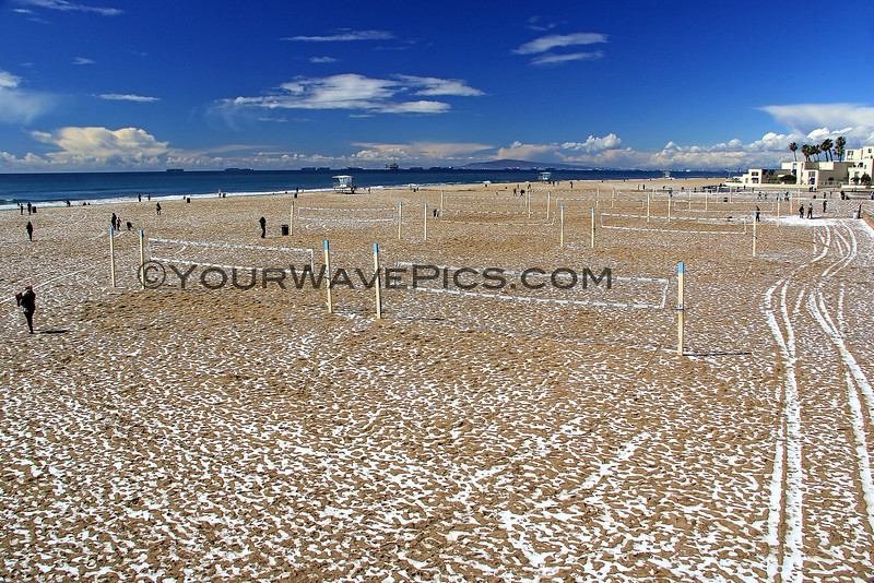 2015-03-02_9541_HB Pier Northside.JPG<br /> <br /> Quickly melting hail on the sand at the Huntington Beach pier 3/2/15