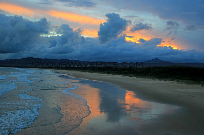 2017-03-03_152_Coff's Harbour_Moonee Beach Sunset.JPG<br /> <br /> On Australia's East Coast, the sun rises over the ocean and sets over the land.  I'm finally starting to figure out some good spots to watch the sunsets!