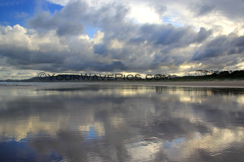 2017-03-03_102_Coff's Harbour_Moonee Beach Sunset.JPG<br /> <br /> They predicted thunderstorms all day today but all we got were these spectacular clouds and reflections instead!