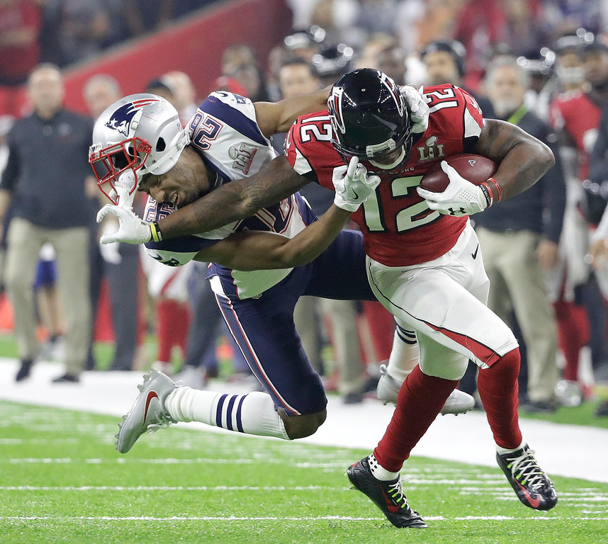 . Atlanta Falcons\' Mohamed Sanu, right, runs around New England Patriots\' Logan Ryan during the second half of the NFL Super Bowl 51 football game Sunday, Feb. 5, 2017, in Houston. (AP Photo/Tony Gutierrez)