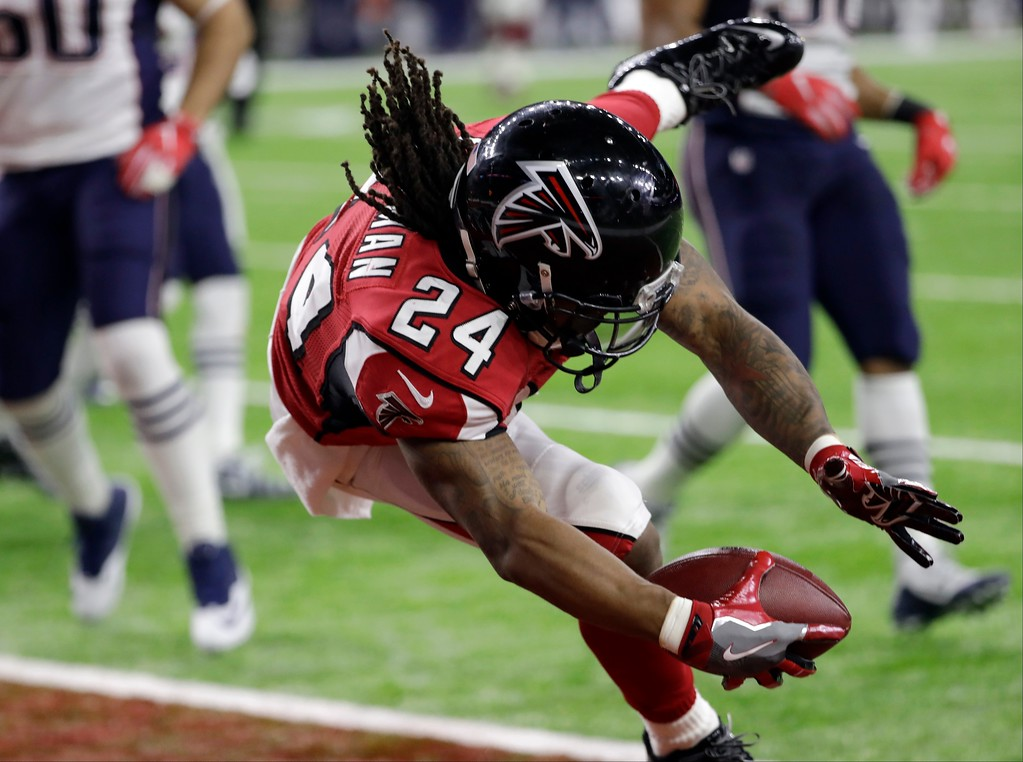 . Atlanta Falcons\' Devonta Freeman runs for a touchdown during the first half of the NFL Super Bowl 51 football game against the New England Patriots Sunday, Feb. 5, 2017, in Houston. (AP Photo/David J. Phillip)