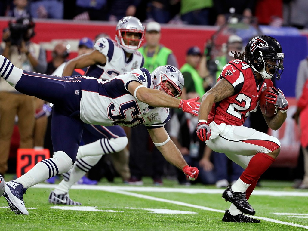 . Atlanta Falcons\' Devonta Freeman (24) runs against New England Patriots\' Rob Ninkovich (50) during the first half of the NFL Super Bowl 51 football game Sunday, Feb. 5, 2017, in Houston. (AP Photo/Mark Humphrey)