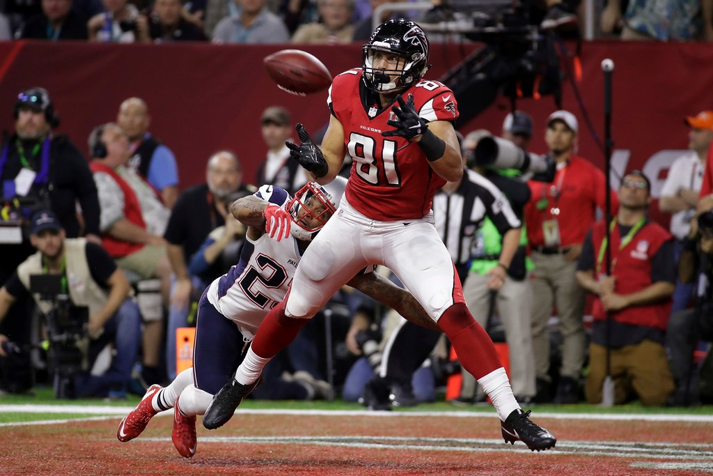 . Atlanta Falcons\' Austin Hooper eyes a touchdown pass as New England Patriots\' Patrick Chung attempts to tackle, during the first half of the NFL Super Bowl 51 football game Sunday, Feb. 5, 2017, in Houston. (AP Photo/Patrick Semansky)