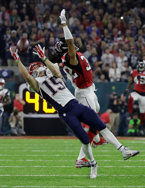 . New England Patriots\' Chris Hogan makes a catch against Atlanta Falcons\' Jalen Collins during the second half of the NFL Super Bowl 51 football game Sunday, Feb. 5, 2017, in Houston. (AP Photo/Mark Humphrey)