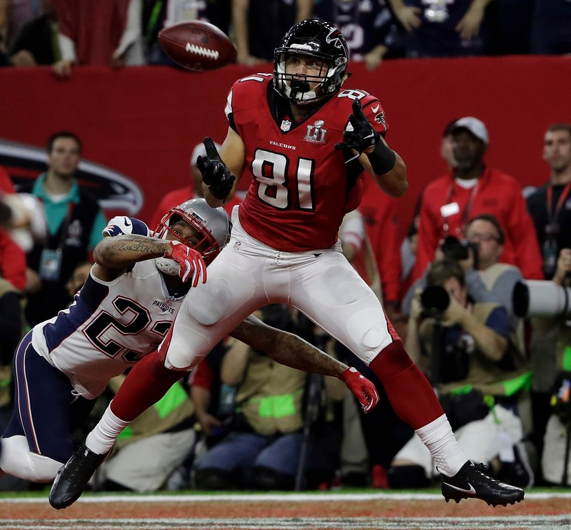 . Atlanta Falcons\' Austin Hooper eyes a touchdown pass as New England Patriots\' Patrick Chung attempts to tackle, during the first half of the NFL Super Bowl 51 football game Sunday, Feb. 5, 2017, in Houston. (AP Photo/Matt Slocum)