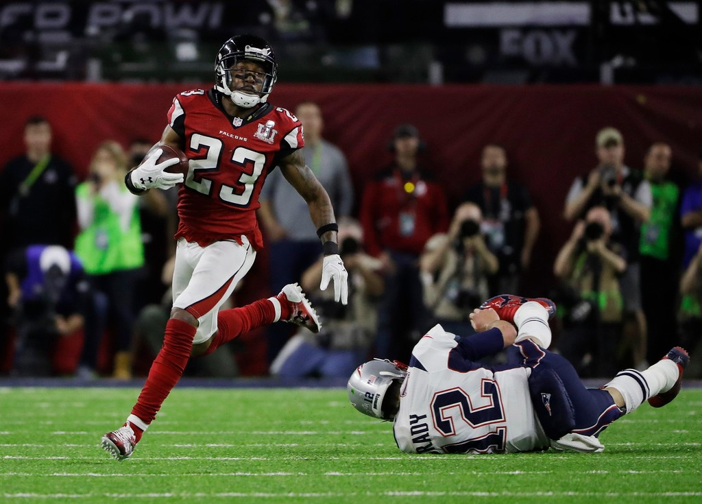 . Atlanta Falcons\' Robert Alford, left, runs past New England Patriots\' Tom Brady for a touchdown during the first half of the NFL Super Bowl 51 football game Sunday, Feb. 5, 2017, in Houston. (AP Photo/Elise Amendola)