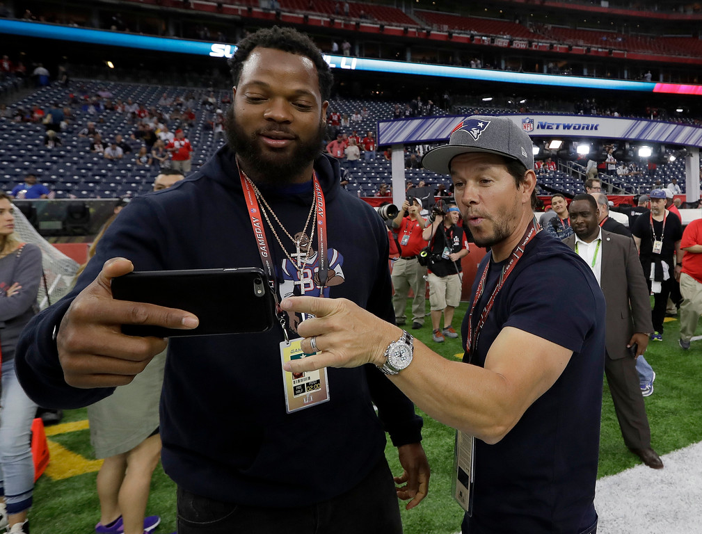 . Seattle Seahawks\' Michael Bennett, left, takes selfie with actor Mark Wahlberg before the NFL Super Bowl 51 football game Sunday, Feb. 5, 2017, in Houston. (AP Photo/David J. Phillip)