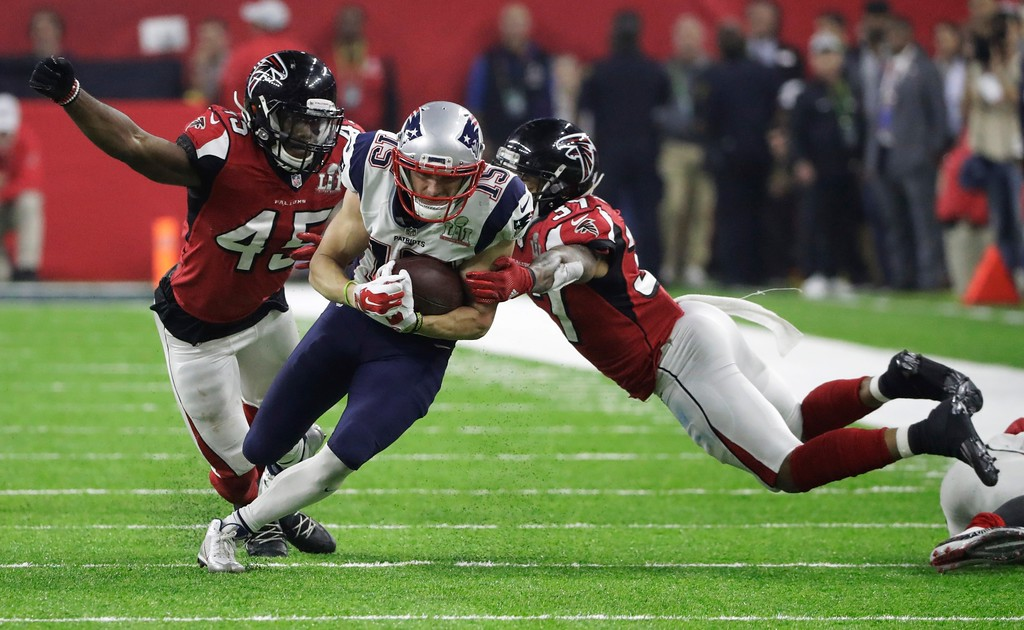 . New England Patriots\' Chris Hogan runs between Atlanta Falcons\' Deion Jones, left, and Ricardo Allen during overtime of the NFL Super Bowl 51 football game Sunday, Feb. 5, 2017, in Houston. (AP Photo/Tony Gutierrez)