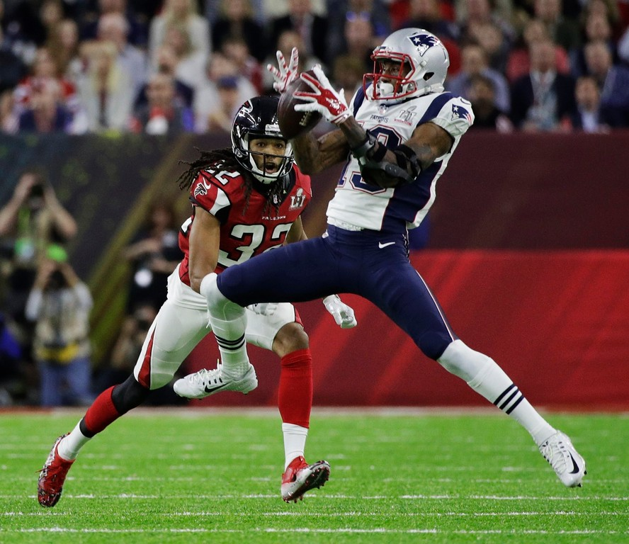 . New England Patriots\' Malcolm Mitchell, right, catches a pass under pressure from Atlanta Falcons\' Jalen Collins during the first half of the NFL Super Bowl 51 football game Sunday, Feb. 5, 2017, in Houston. (AP Photo/Jae C. Hong)