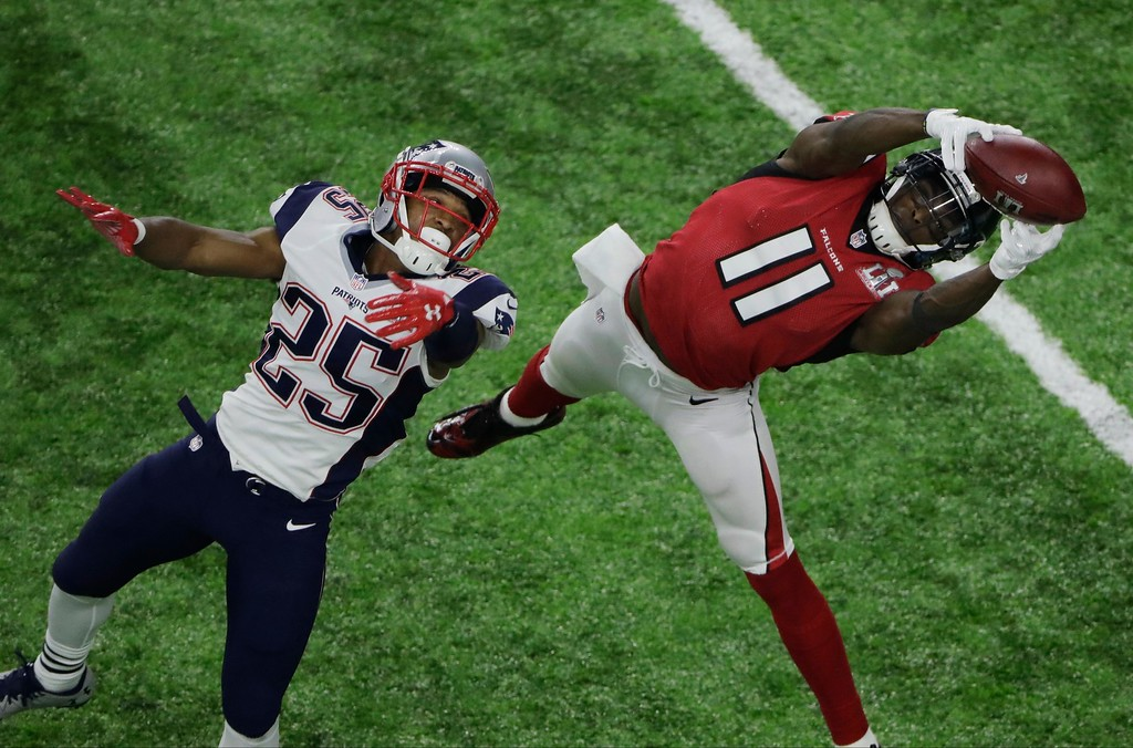 . Atlanta Falcons\' Julio Jones (11) makes a catch against New England Patriots\' Eric Rowe (25) during the second half of the NFL Super Bowl 51 football game Sunday, Feb. 5, 2017, in Houston. (AP Photo/Charlie Riedel)