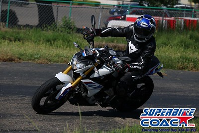 superbikecoach_corneringschool_2019april28_groupA_21