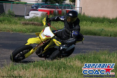 superbikecoach_corneringschool_2019april28_groupA_6