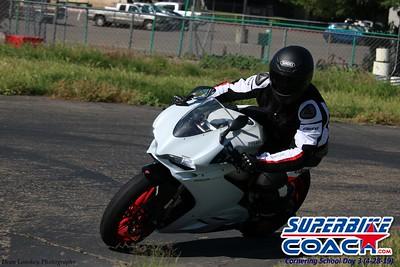 superbikecoach_corneringschool_2019april28_groupB_10