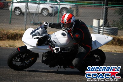 superbikecoach_corneringschool_2019sept08_GroupA_17