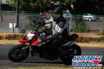 superbikecoach_corneringschool_2019sept08_GroupA_3