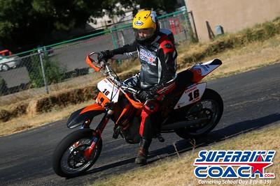 superbikecoach_corneringschool_2019sept08_GroupB_6