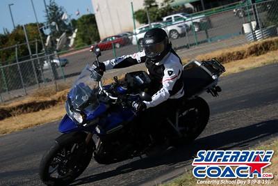 superbikecoach_corneringschool_2019sept08_GroupB_10