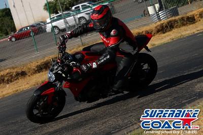 superbikecoach_corneringschool_2019sept08_GroupB_19