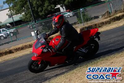superbikecoach_corneringschool_2019sept08_GroupB_11