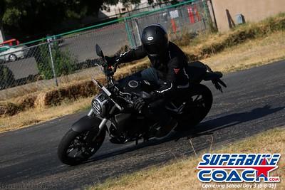 superbikecoach_corneringschool_2019sept08_GroupB_8