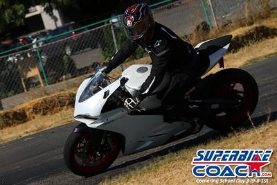 superbikecoach_corneringschool_2019sept08_GroupC_26
