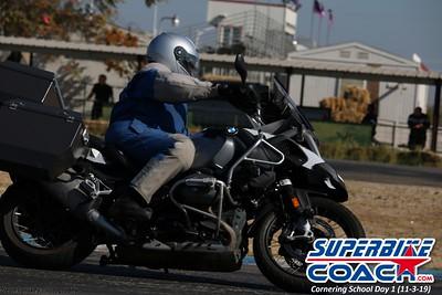 superbikecoach_corneringschool_2019novemeber03_GroupA_4