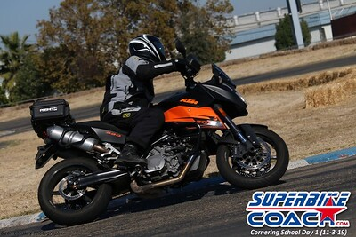 superbikecoach_corneringschool_2019novemeber03_GroupA_28
