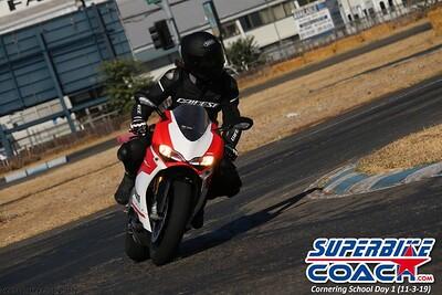superbikecoach_corneringschool_2019novemeber03_GroupA_23