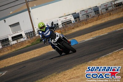 superbikecoach_corneringschool_2019novemeber03_GroupA_19