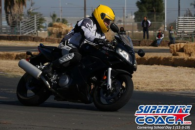 superbikecoach_corneringschool_2019novemeber03_GroupA_17