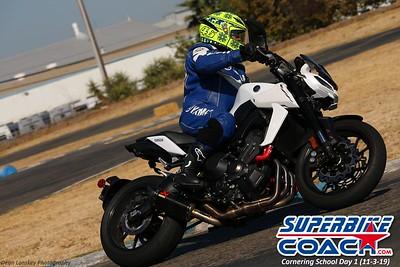 superbikecoach_corneringschool_2019novemeber03_GroupA_20