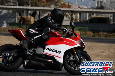 superbikecoach_corneringschool_2019novemeber03_GroupA_14