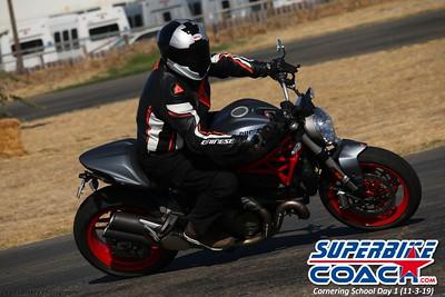 superbikecoach_corneringschool_2019novemeber03_GroupB_18