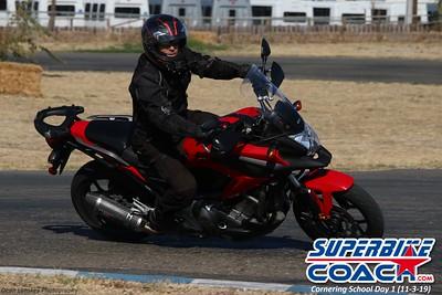 superbikecoach_corneringschool_2019novemeber03_GroupB_12