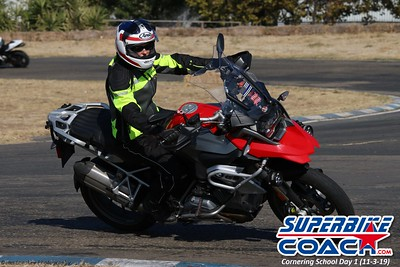 superbikecoach_corneringschool_2019novemeber03_GroupB_11