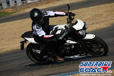 superbikecoach_corneringschool_2019novemeber03_GroupB_27