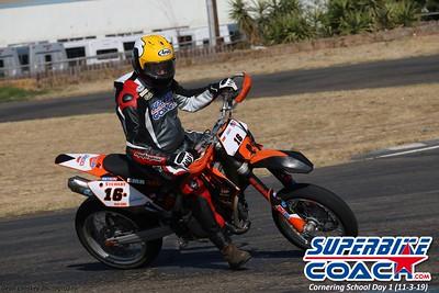 superbikecoach_corneringschool_2019novemeber03_GroupB_14