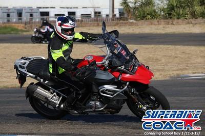 superbikecoach_corneringschool_2019novemeber03_GroupB_10