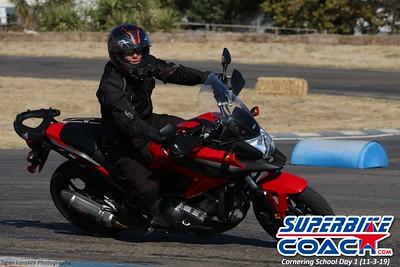 superbikecoach_corneringschool_2019novemeber03_GroupB_13