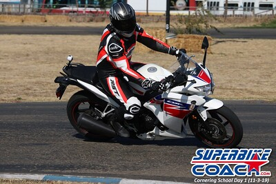 superbikecoach_corneringschool_2019novemeber03_GroupC_14