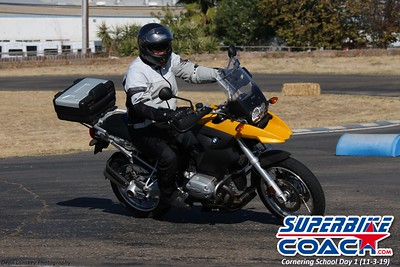 superbikecoach_corneringschool_2019novemeber03_GroupC_12