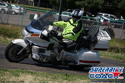 Superbike-coach Turn 12 Goldwing