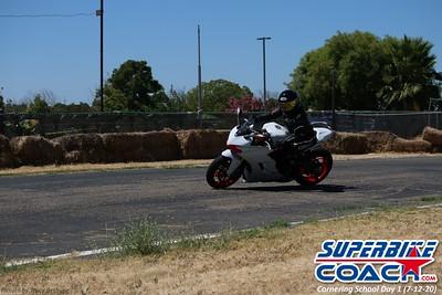 superbikecoach_corneringschool_2020_july12_GroupA_14