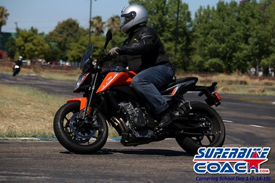 superbikecoach_corneringschool_2019july14_FeaturePics_16