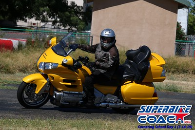 superbikecoach_corneringschool_2019july14_GroupA_19